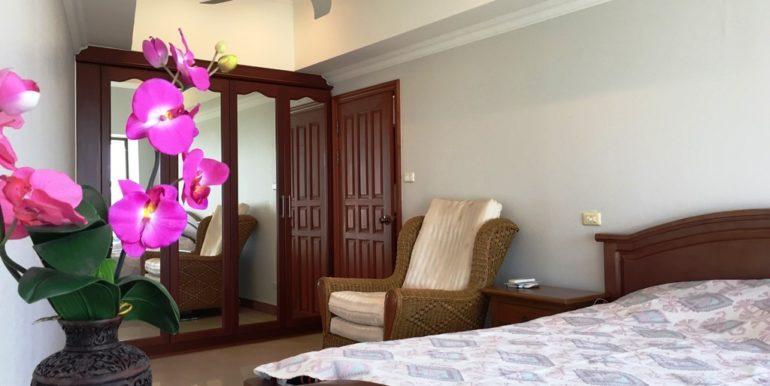 2nd bedroom 02