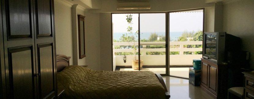 Master bedroom 04