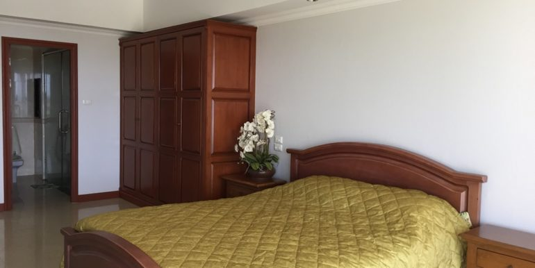 Master bedroom 08